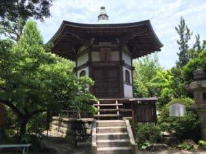 城願寺の七騎堂