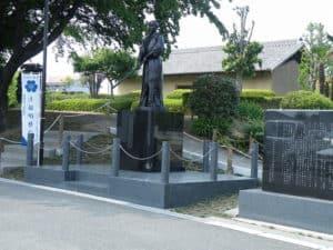 上泉伊勢守像と上泉城址