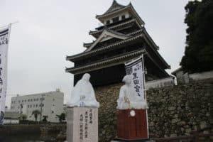 黒田官兵衛の像と光姫の像