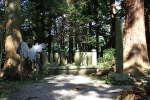 宇佐美定行の墓