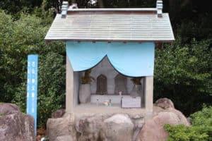 釜蓋城の仏像・神父像