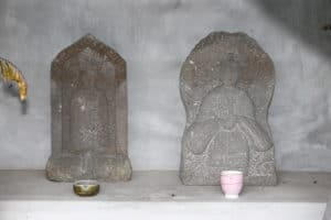 釜蓋城・本丸に残る仏像・神父像