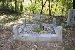 板額御前の墓