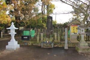 武蔵塚(宮本武蔵の墓)