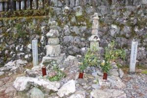 安芸元泰の墓と安芸泰親の墓