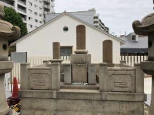 楠公一族の墓